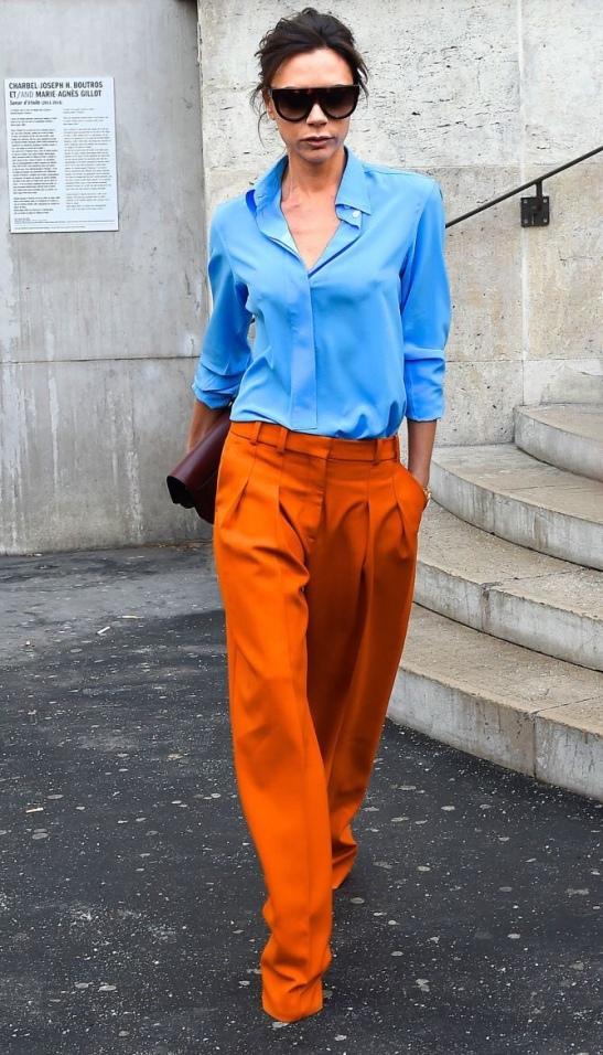 Naranja con azul